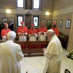 Papa Francisco e os novos cardeais visitam Bento XVI