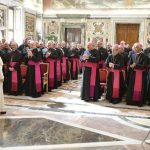 Francisco a Núncios: defendam a Igreja e não se juntem a blogs e grupos hostis ao Papa